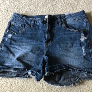 Kensie sz 2/26 distressed shorts